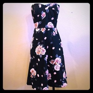 TORRID Roses Floral Lace Strapless pinup style